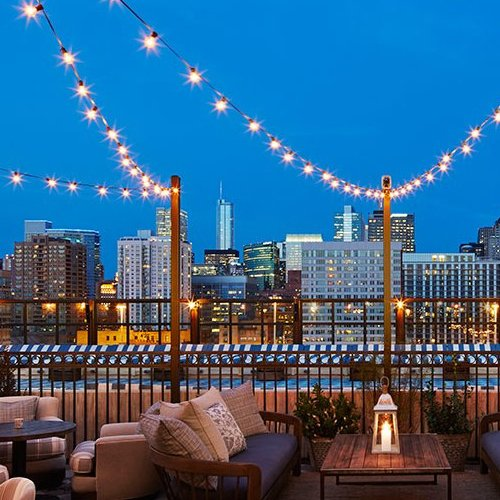 hotels near the chicago antiques art and design show